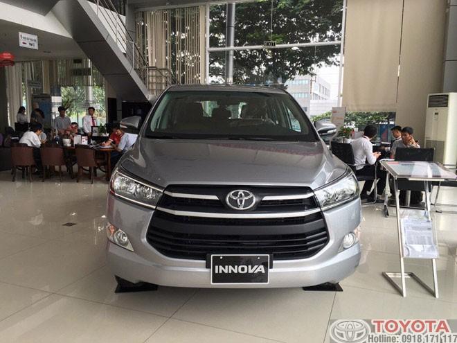 Giá xe Toyota Innova 2.0E